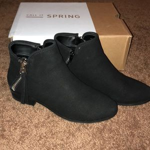 ✨Black zippered ankle bootie!! ✨
